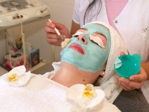 Unsere hochwirksamen Masken pflegen Ihre Haut und sorgen für Entspannung.