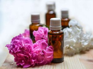 Duftende ätherische Öle gehören bei uns zu verschiedenen Anwendungen