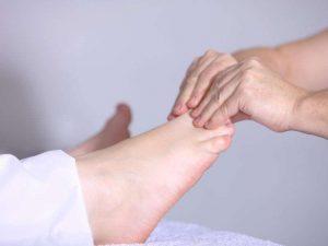 Nach einer Fußreflexzonenmassage laufen Sie wieder leichtfüßiger durchs Leben
