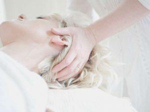 Tanken Sie neue Energie mit unserer Kopfmassage