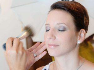 Lassen Sie sich von uns ein modisches Tages-Make-up zaubern