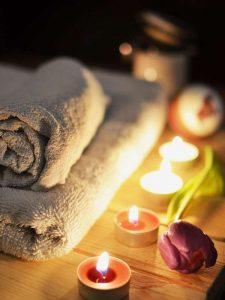 Kerzen gehören bei uns zum Ambiente einer entspannenden Massage