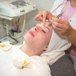 Bei der Mikrodermabrasion wird die Haut schonend behandelt