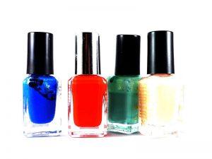 Wir haben hochwertige Nagellacke in vielen Trendfarben vorrätig