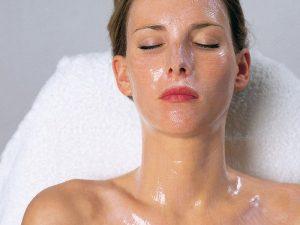 Mit den hochkonzentrierten Biostoffen wird Ihre Gesichtshaut nachhaltig gestrafft, © DEYNIQUE Cosmetics