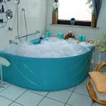 In einem hellen und gemütlichen Raum befindet sich unser Cleopatra-Bad
