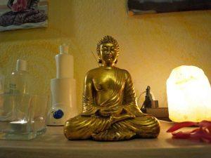 Gelassen und entspannt wie Buddha - dabei helfen unsere Massagen