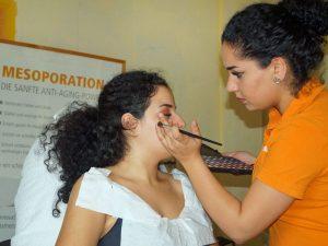 Lassen Sie sich von unseren Kosmetik-Expertinnen verschönern