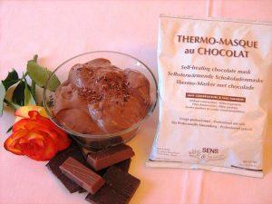 Die selbsterwärmende Schokoladen-Maske pflegt die Haut und entspannt
