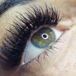 Unsere Wimpernverlängerung verleiht Ihnen einen besonderen Augenaufschlag